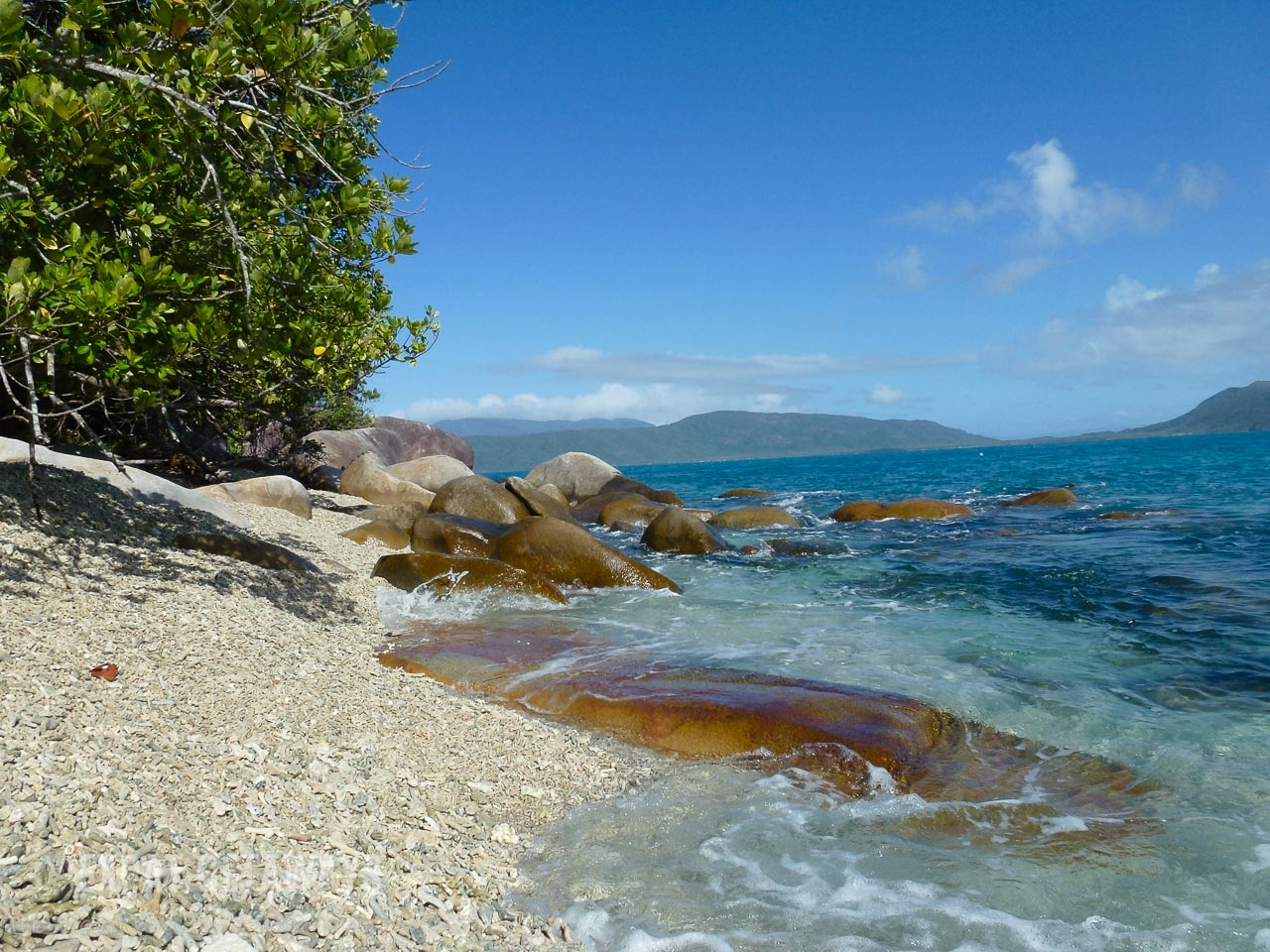 Just 45 minutes from Cairns you find the crystal clear waters of Fitzroy Island. The coral rubble beaches lead you to perfect snorkelling right from the beach.
